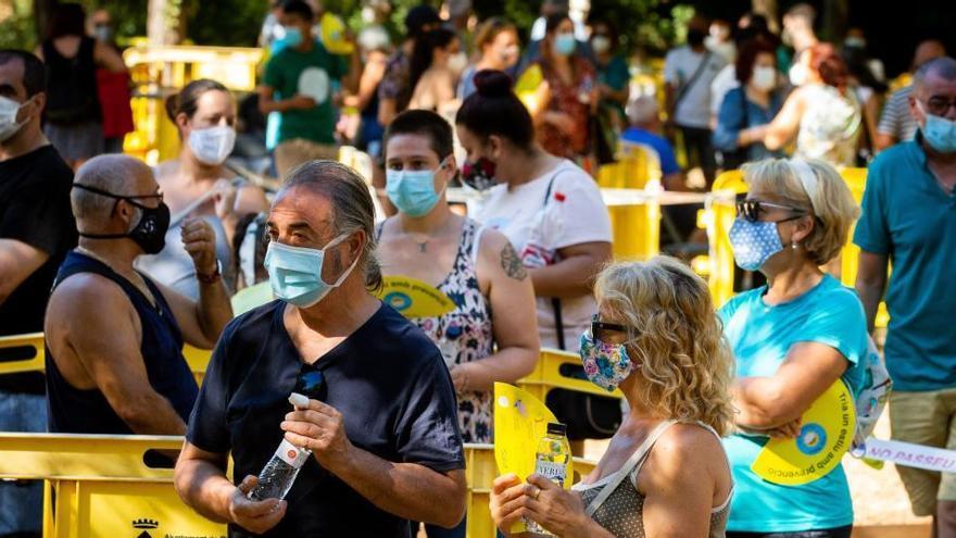 Cataluña notifica 856 positivos y 11 fallecidos