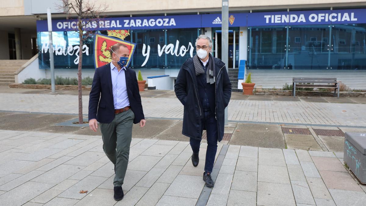 El presidente del Real Zaragoza, Christian Lapetra, junto al director deportivo, Miguel Torrecilla.