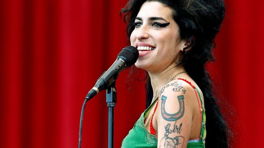 ENCUESTA | ¿Cuál es tu canción preferida de Amy Winehouse?