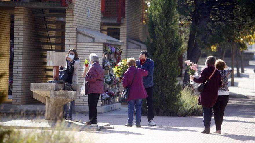 El cementerio de Torrero recupera su aforo y los actos culturales para el Día de Todos los Santos