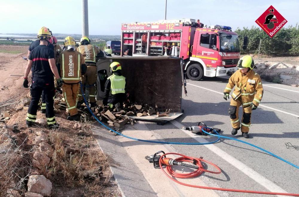 Un camionero fallece en un accidente de tráfico en una carretera de Los Montesinos