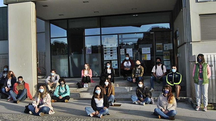 Los jóvenes reclaman la reapertura de los centros de estudios de Siero