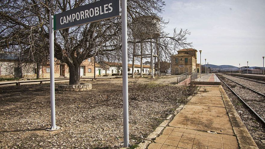 Una concentración en Camporrobles pide la vuelta del ferrocarril València-Cuenca-Madrid