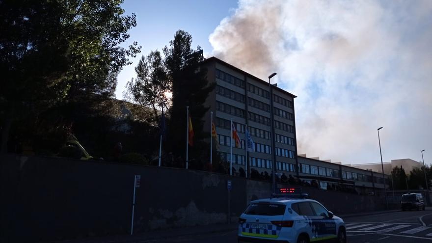 Exterior de la fàbrica Lemmerz on s'ha declarat un incendi