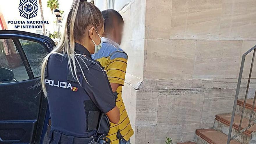 La Policía sorprende a un joven que estaba robando en una vivienda en s'Arenal