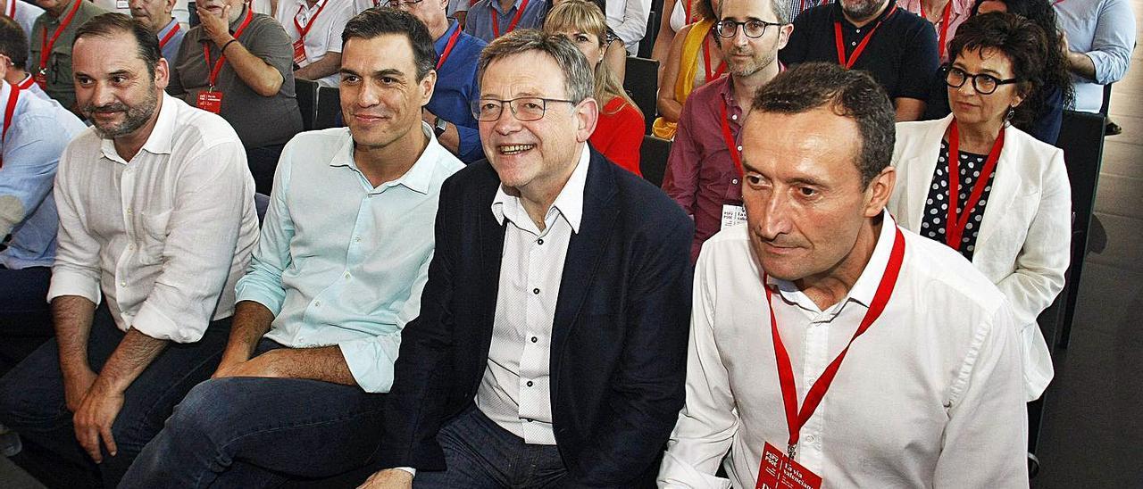 Ábalos, Sánchez, Puig y el alcalde de Elx durante el congreso de 2017 en esta ciudad.   EFE/MORELL