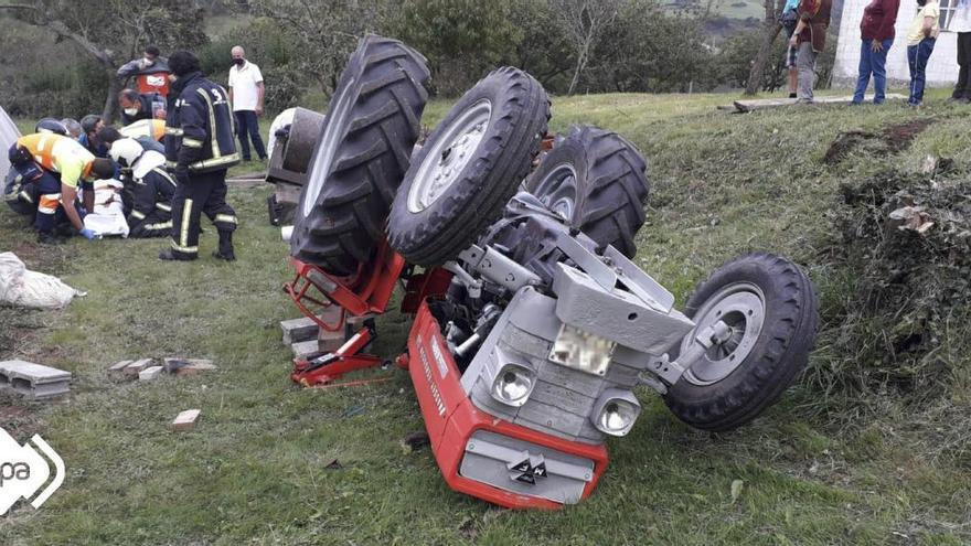 Un hombre resulta herido tras volcar el tractor que conducía en Corvera