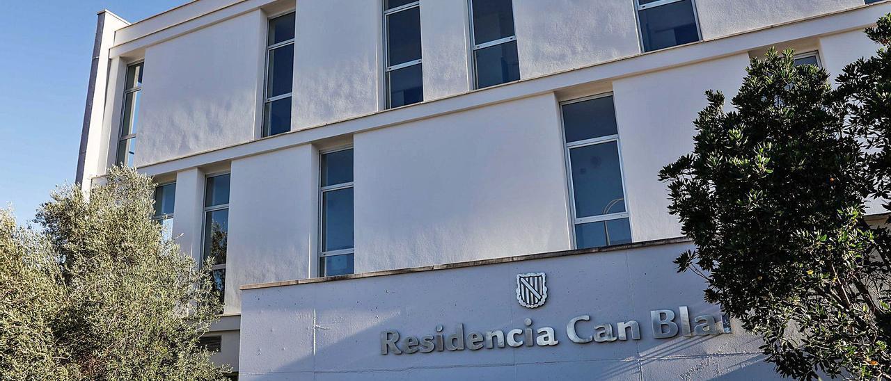 Detalle de la fachadade la residencia de Can Blai.