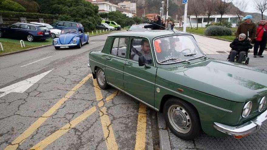 Decenas de vehículos clásicos participaron en el Rally Caja Rural-Automóvil Club del Noroeste