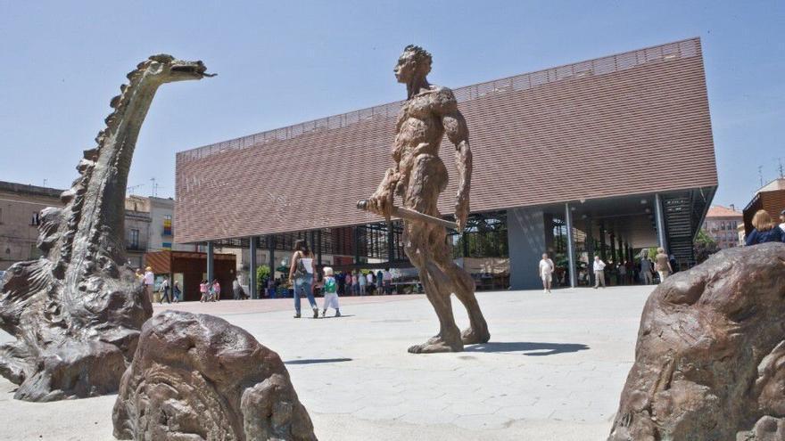 El mercat del col·leccionisme torna a la plaça Catalunya de Figueres