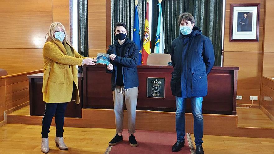 El Concello de Arteixo recibe al campeón de patinaje artístico