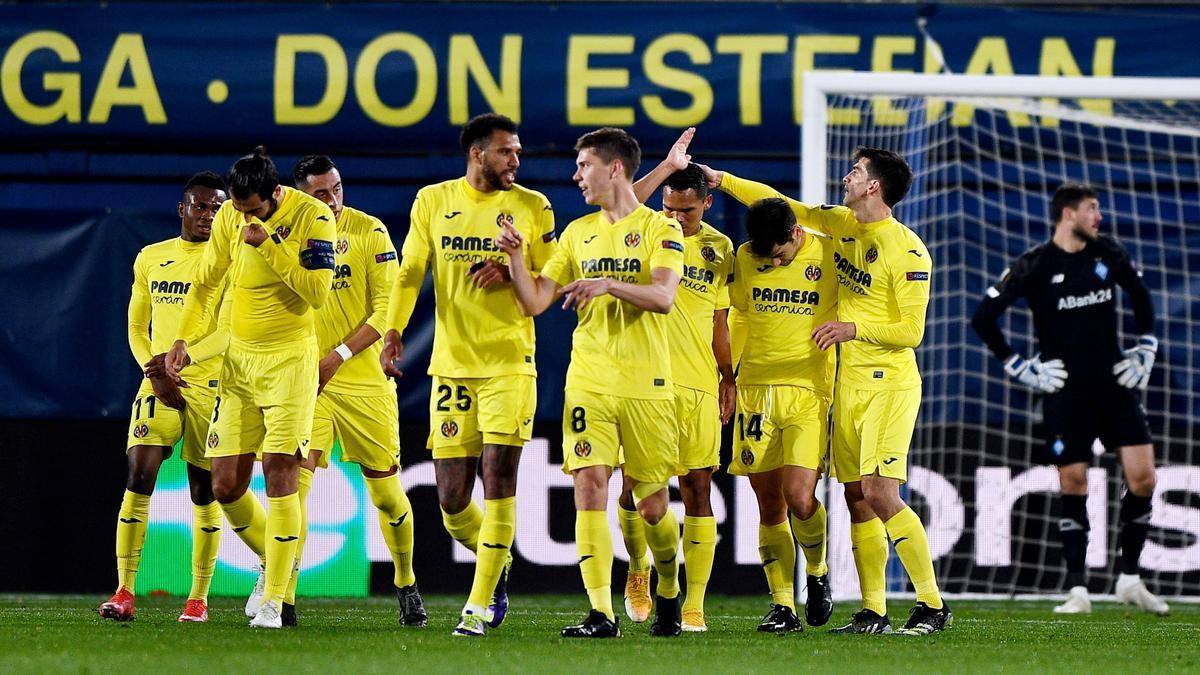 Los jugadores del Villarreal celebran un gol ante el Dinamo de Kiev.