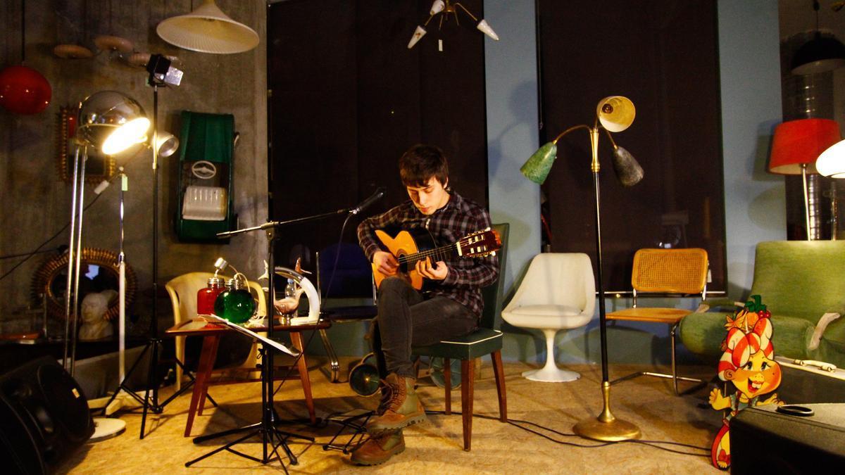 El guitarrista Diego Gonçalves, en una actuación