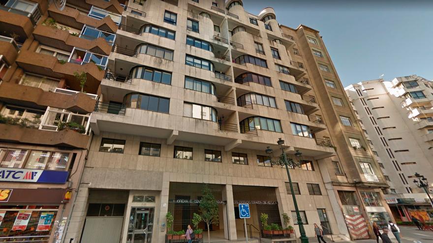 Denunciadas ocho personas tras una fiesta en un piso de médicos en Vigo