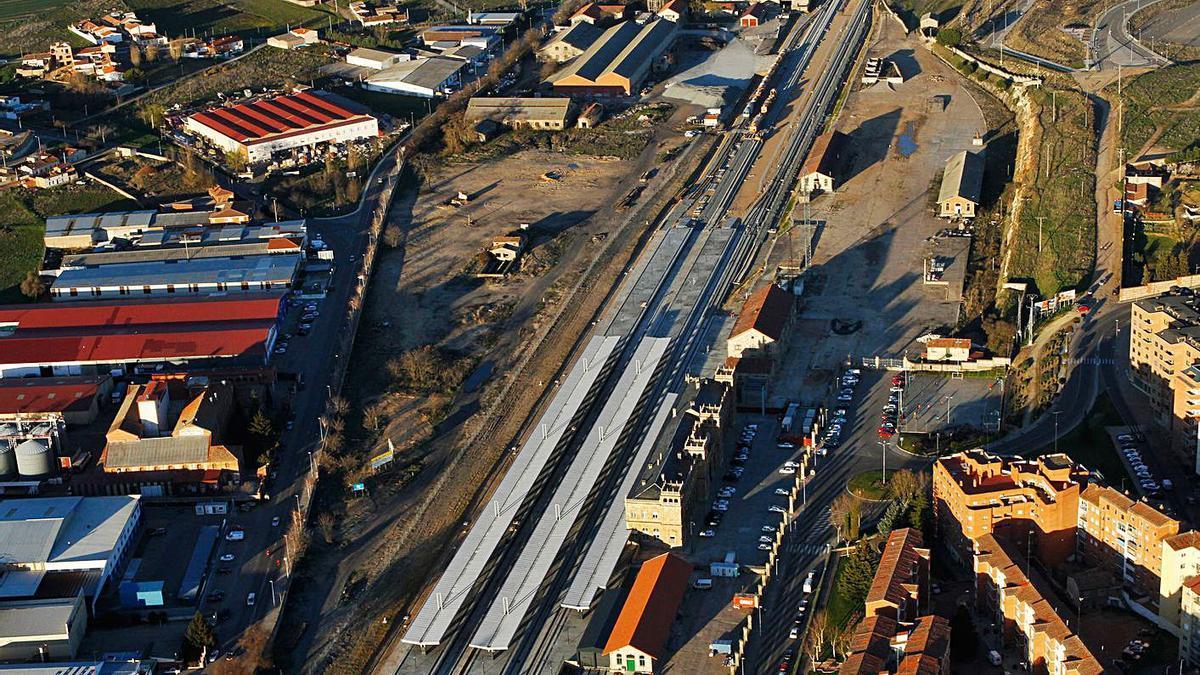 Terrenos de Renfe junto a la estación de tren de la capital zamorana.   Emilio Fraile