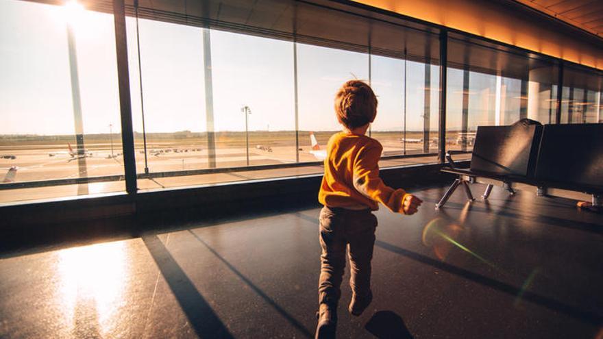Cinc consells per viatjar amb nens en l'avió