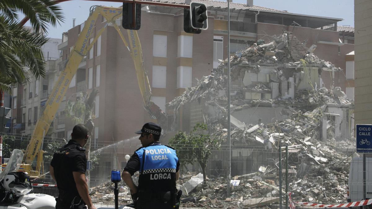 Un edificio destrozado tras el terremoto de Lorca