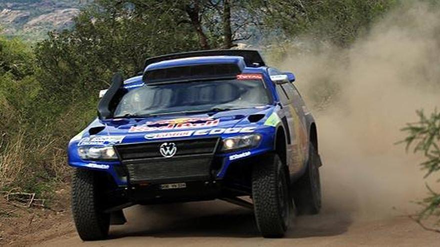 Carlos Sainz también gana la segunda etapa del Dakar