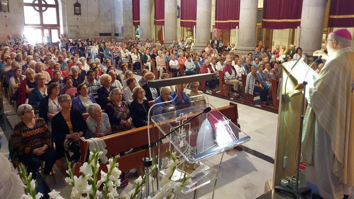 Una de las misas de la festividad del Cristro de la Victoria de Vigo celebrada el año pasado. // Marta G. Brea