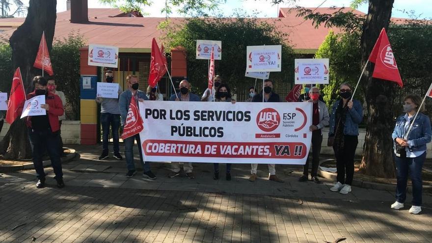 UGT protesta ante la escuela infantil Parque Figueroa para que se cubran las vacantes de personal
