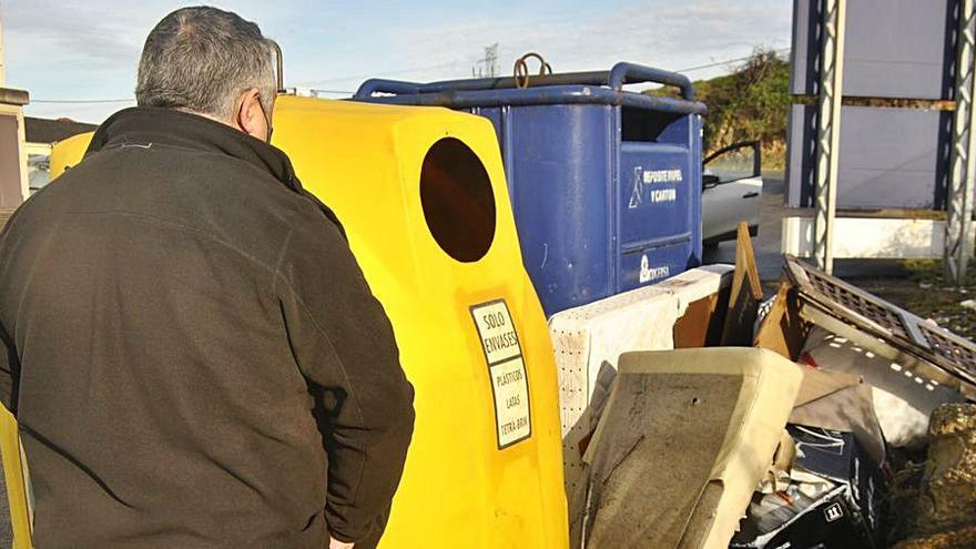 """Los vertederos ilegales, un grave problema para Siero: """"Retiramos más de dos toneladas de basura al mes"""""""