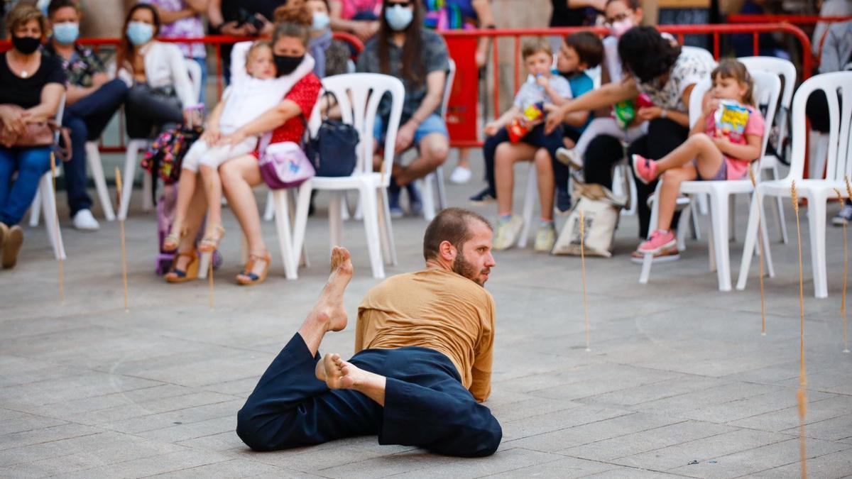 Imagen de una de las actuaciones, en la plaza Major, de la primera sesión del festival.