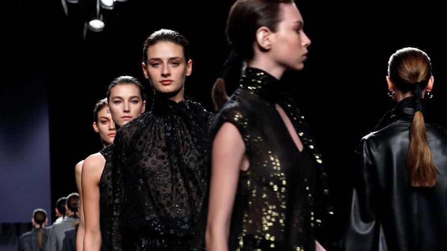 Los diseñadores españoles reivindican su legado cultural en la moda