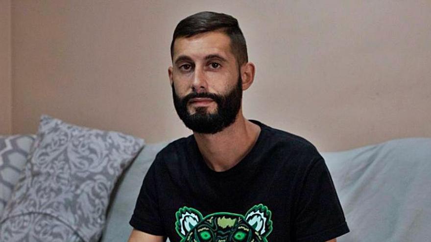 """Un joven de Xàtiva: """"Pedro Cavadas me salvó el brazo, pero esos criminales me han arruinado la vida"""""""