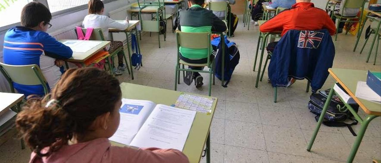 Un grupo de alumnos durante una clase en un colegio de Poio. // Gustavo Santos