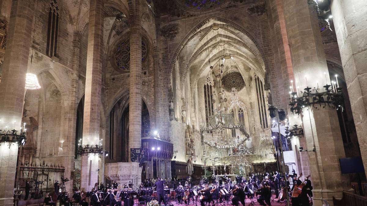 La Catedral, sin público, durante el Réquiem organizado por Projecte Home.