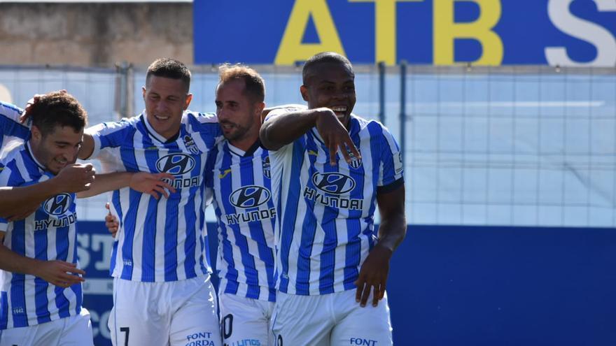 Vinicius y Ferrone llevan en volandas al Atlético Baleares ante el Sabadell