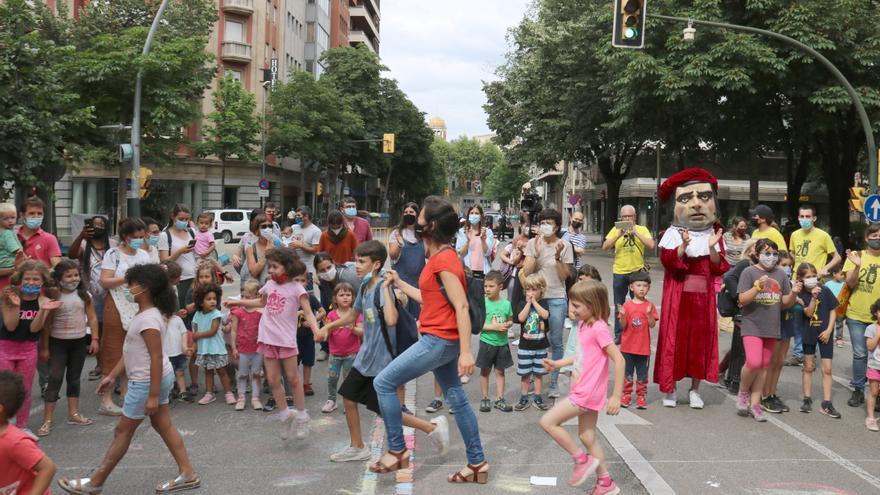 Set escoles de Girona tallen els carrers propers als seus centres