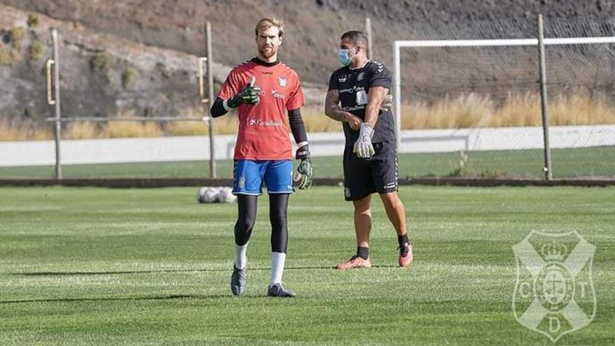 El Tenerife firma su mejor estreno liguero en fútbol profesional desde 2005