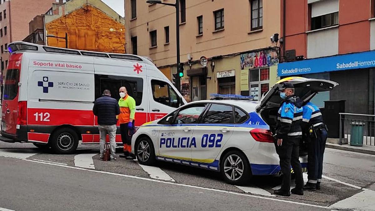 Herida una mujer tras sufrir una caída en Ciudad Naranco | LNE