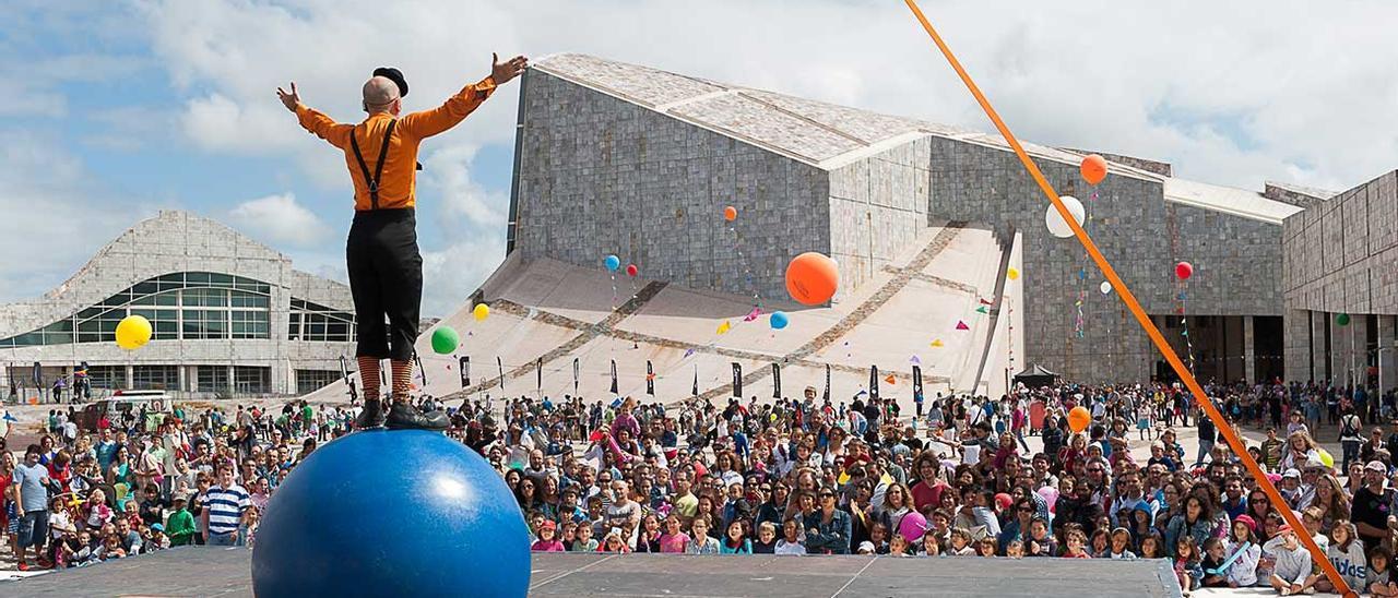 Imagen de un espectáculo circense en el Gaiás