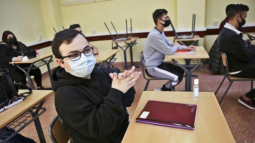 Padres de alumnos de toda Asturias se rebelan contra la semipresencialidad