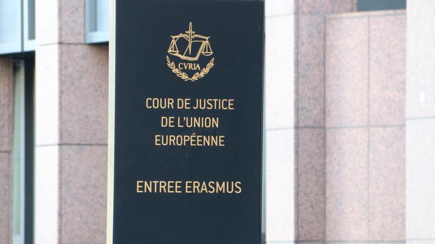 El TJUE declara que les clàusules hipotecàries que impedeixen portar els bancs als tribunals poden ser «abusives»