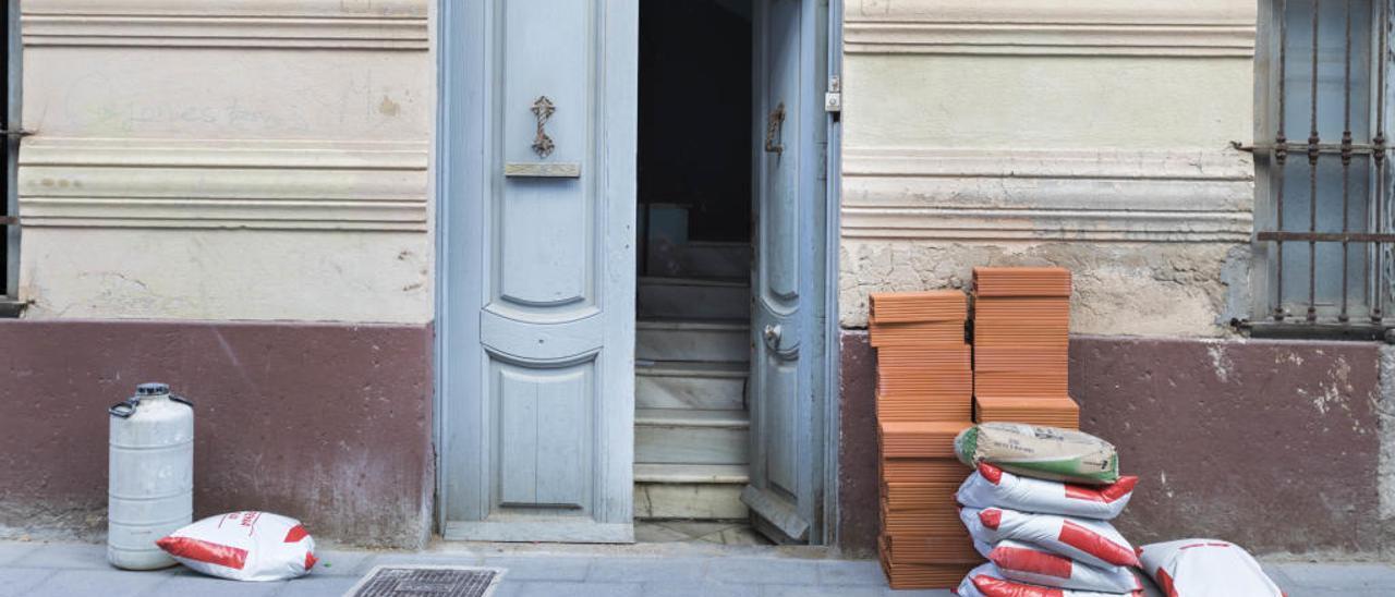 Los bancos cambian de estrategia para desalojar a los okupas de pisos vacíos