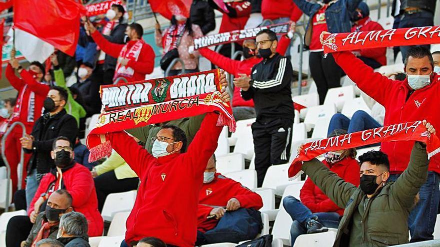La afición no abandona al Real Murcia en su paso por Segunda RFEF