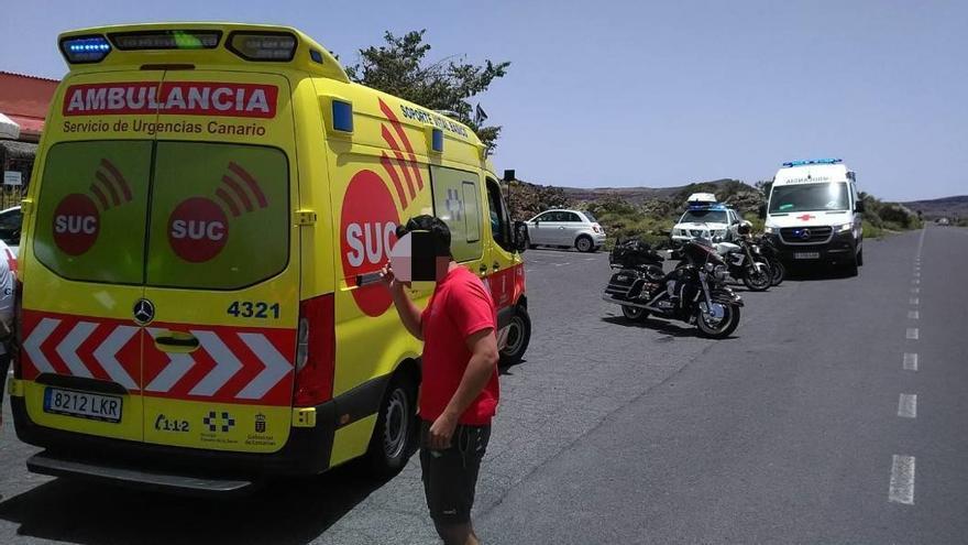 Un motorista resulta herido al chocar contra un coche en Las Cañadas del Teide