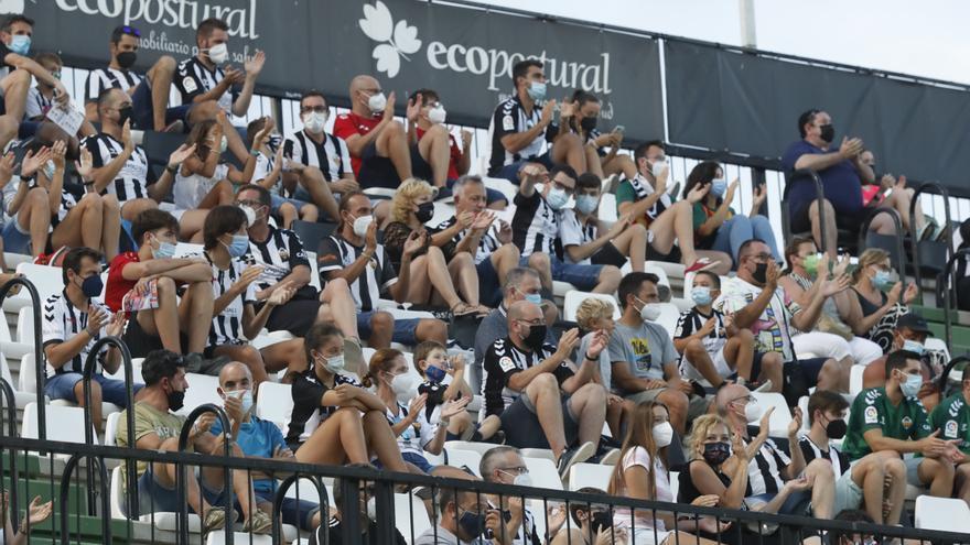 La afición del Castellón reclama que haya más de 5.000 espectadores en Castalia
