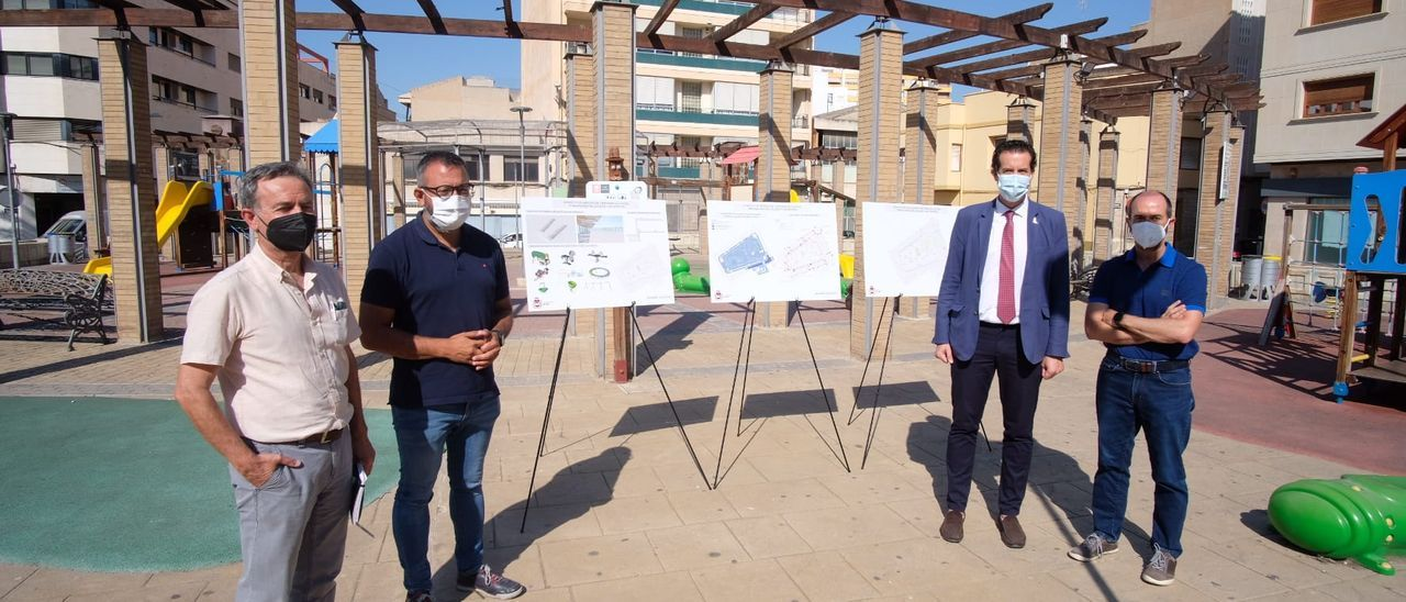 El acto de presentación del proyecto de reforma de la plaza del Zapatero de Elda.