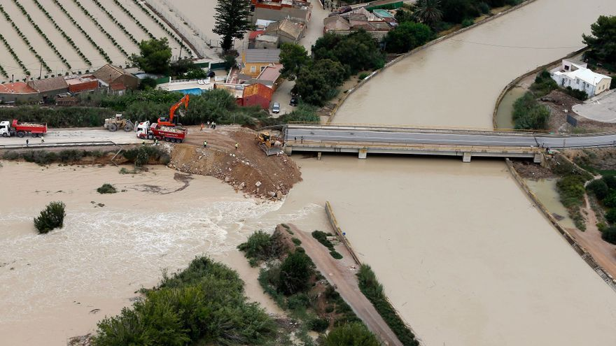 Almoradí culpa a la CHS de los daños por la rotura de la mota del Segura y le reclama 4 millones
