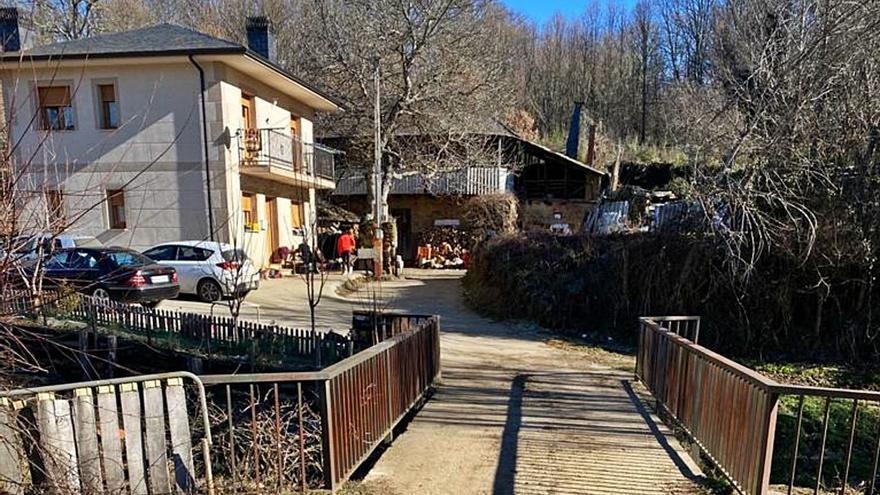 Una familia de Valdespino exige al Ayuntamiento el servicio de agua