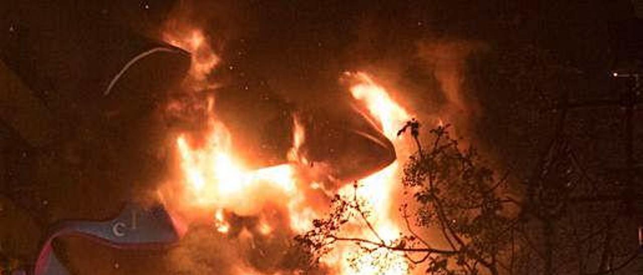 Las tres fallas quemadas sin público costaron 180.000 euros
