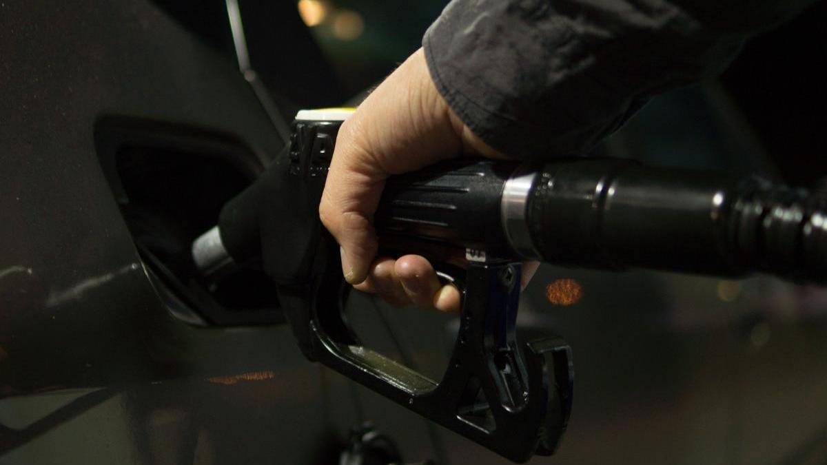 La deflació es deu a la caiguda en el preu dels carburants (-5,5%) i dels subministraments de la llar (-1,7%)