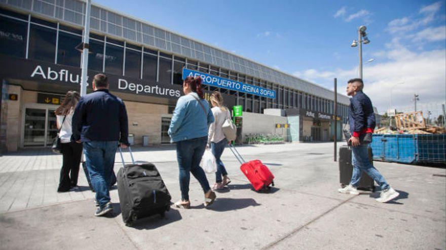 Tenerife recupera el 81% de las plazas aéreas con la Península para verano