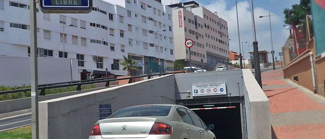 El parking de Els Furs, en la playa del Carrerlamar.