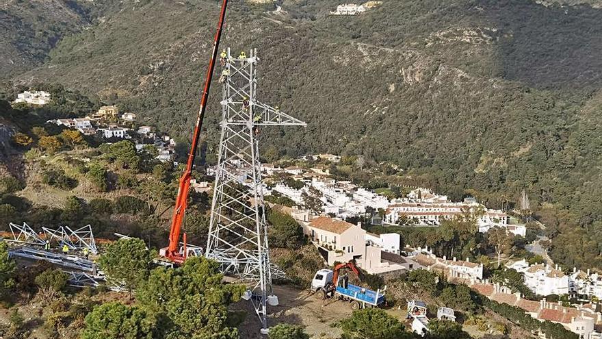 Benahavís asegura que las torres de alta tensión son de Fomento