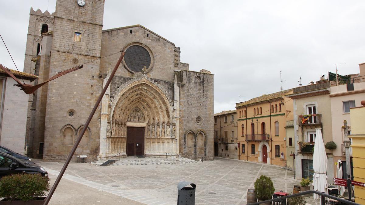 La plaça de la basílica buida durant el confinament.